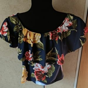 Heart and Hips size small floral top